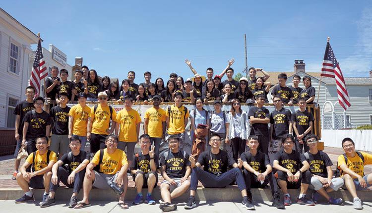 香港城市大學 同學於暑假到美國參加大數據分析營,有助開闊眼界,與不同人士進行學術交流。