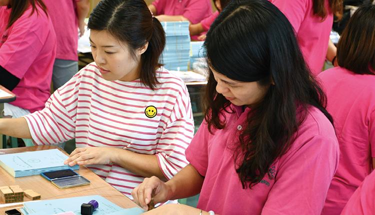 學校經常邀請家長協助處理學生事務工作,讓他們成為學校最珍 貴的合作伙伴。