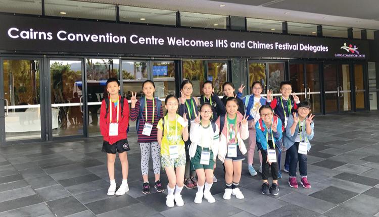 手鐘隊成員到澳洲開恩茲參加手鐘交流活動。