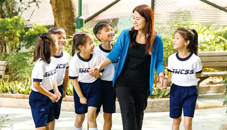 老師與學生關係密切, 關顧他們成長所需。