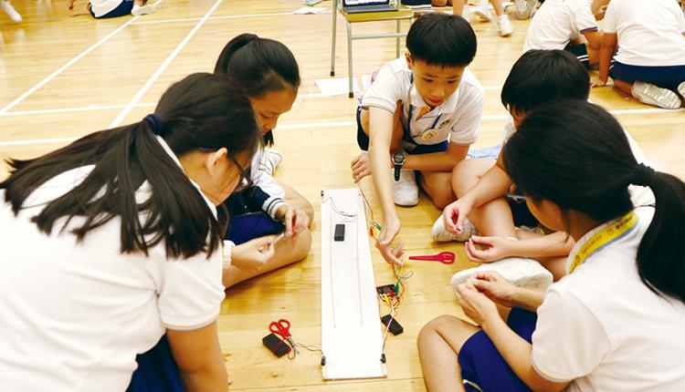 獅小引入多種學科及教學活動,多元培育學生全面發展。