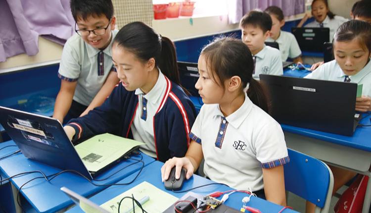 經過近年來的推動,學生適應了電子教學 模式,即使因疫情停課,也仍然持續學習。