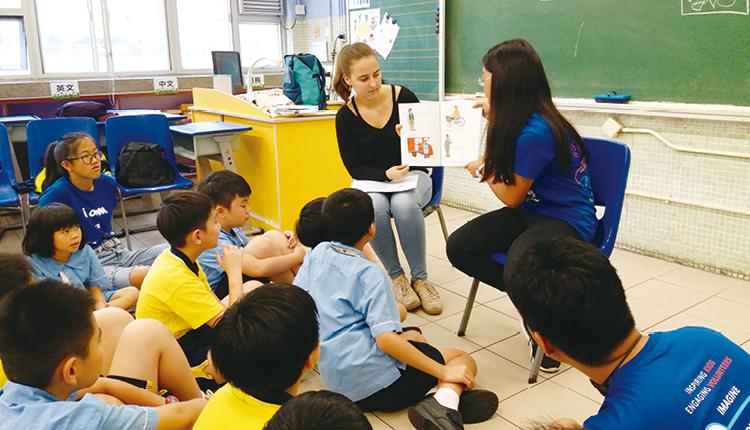 規劃以英語閱讀圖書等多元學習方案,讓學生對學習產生興趣, 更見學習效益。