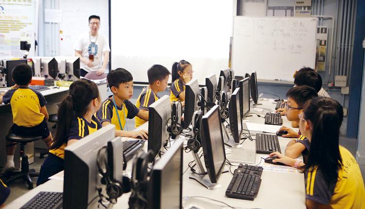 致力引進與推動 STEM和電子教學,讓學生學習多元知識, 也提高學習成效。
