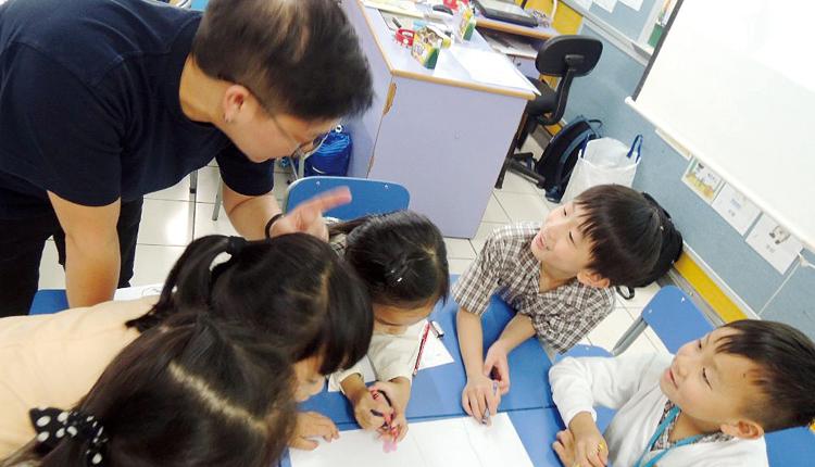 培育學生之餘,也關顧老師與家長,多方面溝通協作,達致以人為本。