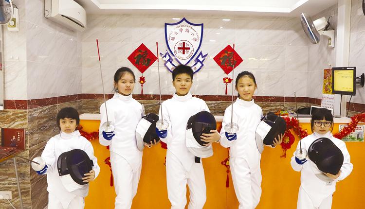 選修科目不斷推陳出新,例如新增劍擊課。