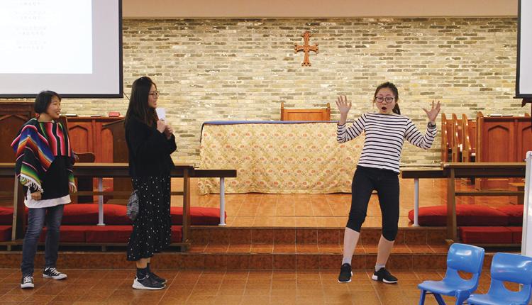 聖公會聖約瑟堂幼稚園的 老師於「戲有益」深耕計 劃中培訓戲劇教育的技巧。