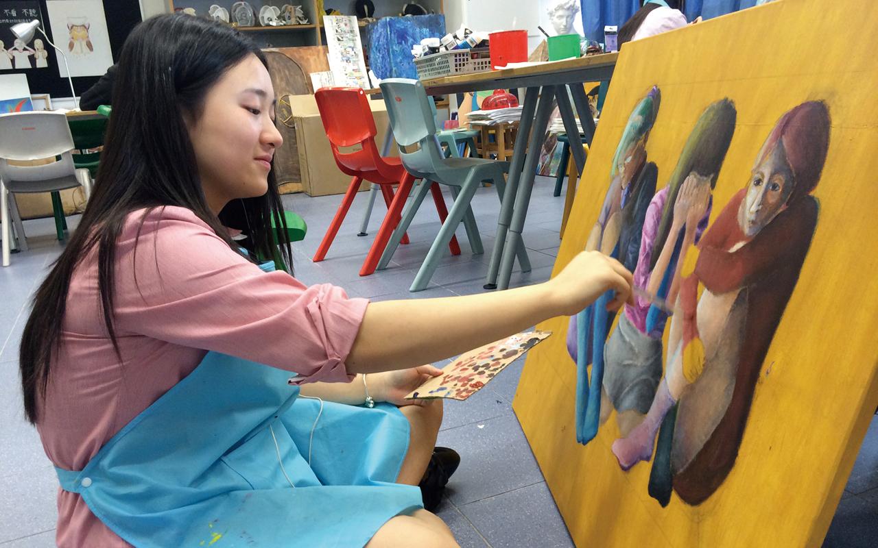 吳校長表示,學校現階段也與香港及内地知名大學探討在校內設立高端實驗室及人才培養計劃等,從而發掘學生的潛能,自小培養學生以期成爲卓越的人才。
