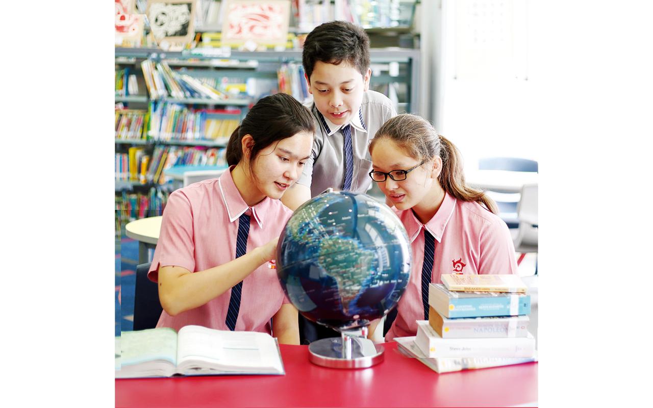 吳校長說︰「我們辦這所港人子弟學校其中一個獨特的優勢,就是能靈活調配兩地課程及教學人員的資源,達至資源共享,優勢互補,全面提升學與教的效果。」