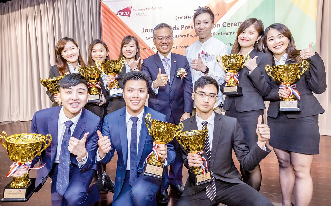學生在市場顧問計劃中表現優秀,獲得企業的讚揚及嘉許。