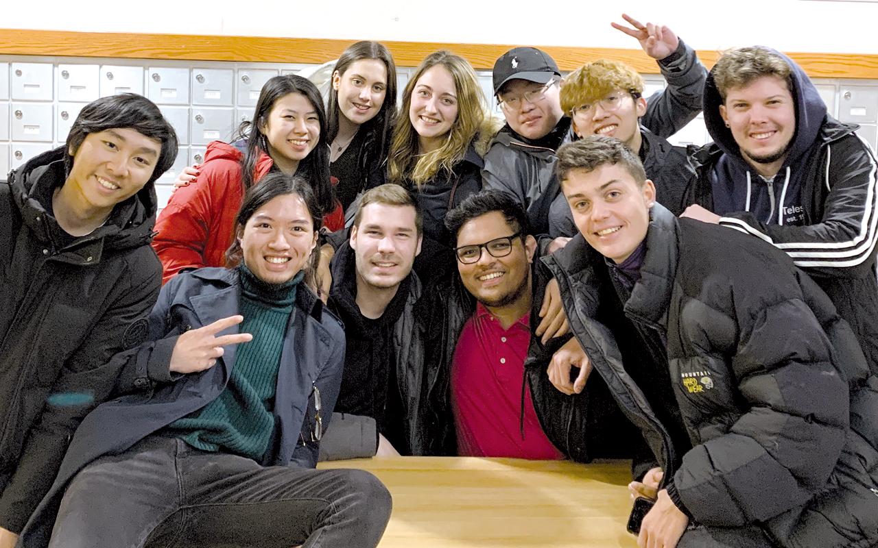 商學院和學系提供不少資源讓學生到海外交流,鼓勵學生開拓國際視野。