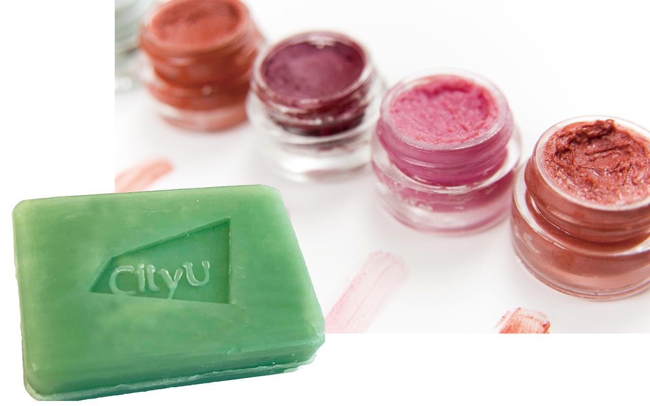 化學系數年前起與業界建立合作夥伴關係,共同研發化妝品嶄新原材料和配方,如左圖的二合一洗髮皂。